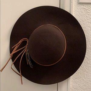 Wide Brim Wool Hat w/ Feather & Faux LeatherDetail